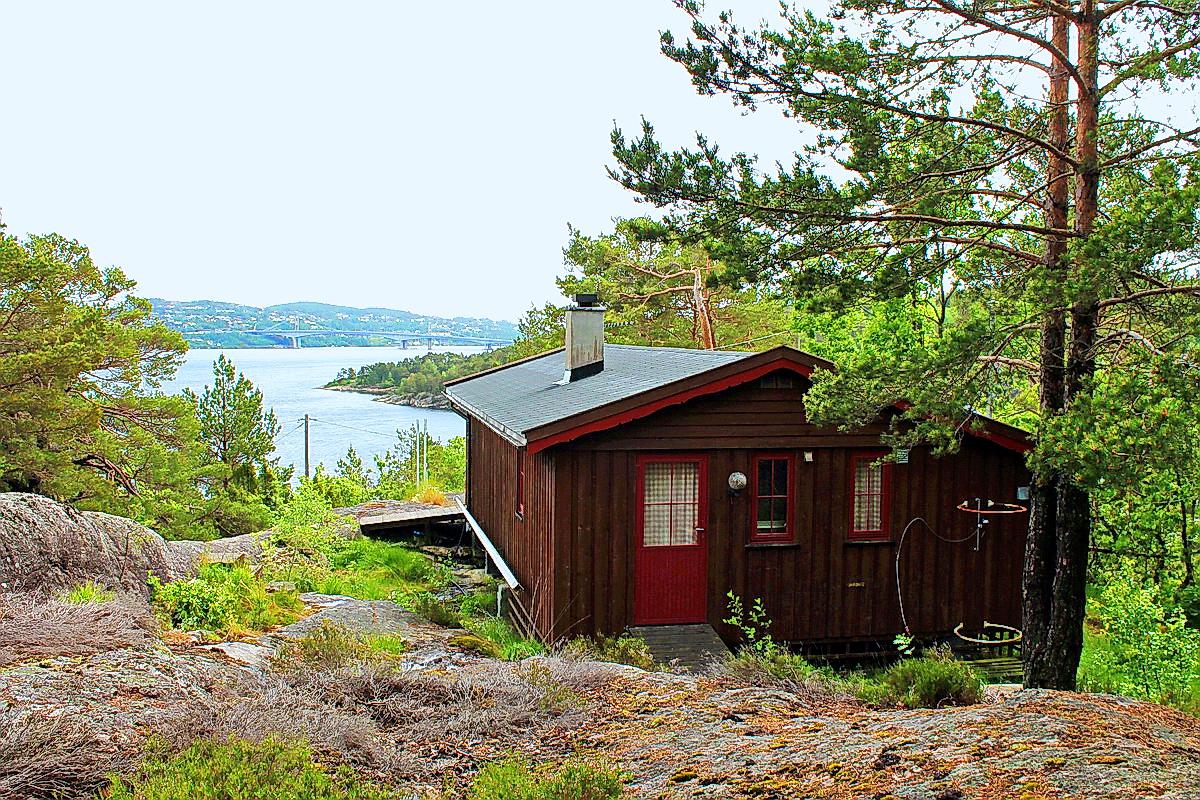 102 hytte Justnes i Kristiansand. Hund ok.